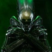 Alien Alien Statue